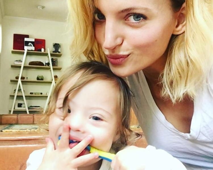 Amanda Booth, modelka z synem