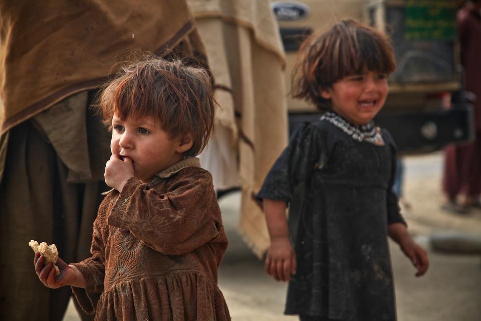Ubogie, kilkuletnie dzieci na wojnie