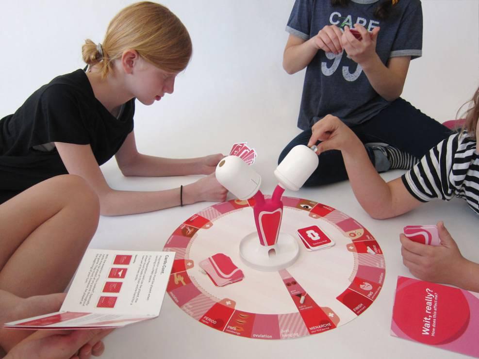 gra oswajająca dziewczynki z pierwszą miesiączką