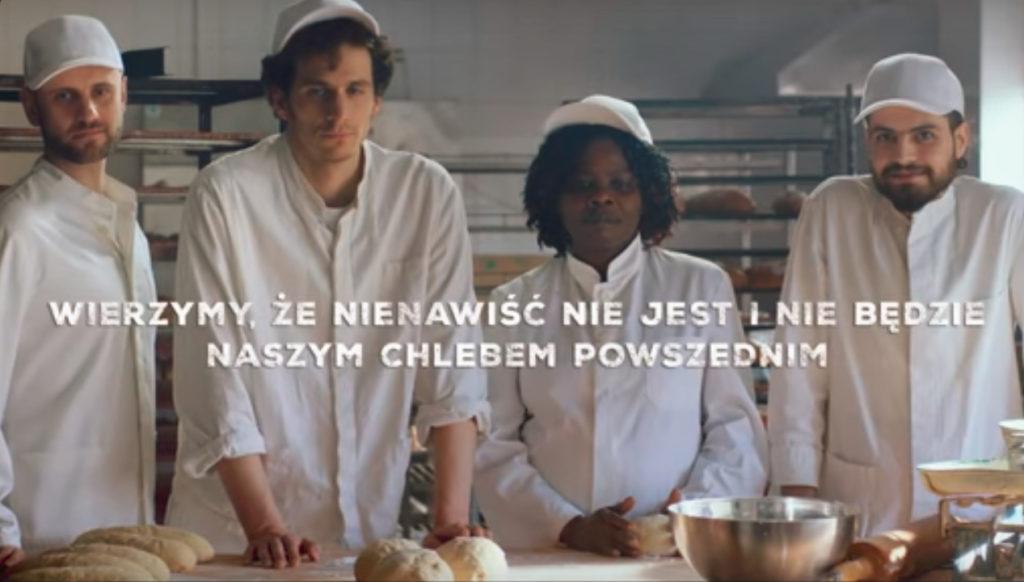 Piątka bohaterów spotu Nasz chleb powszedni - w strojach piekarzy