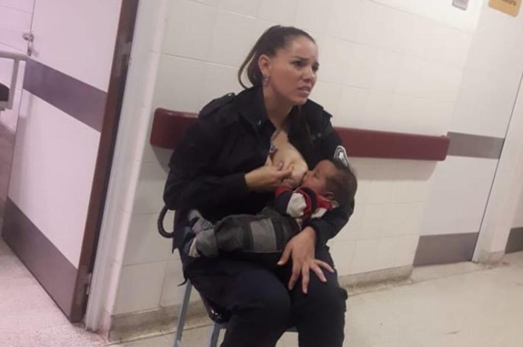 Policjantka nakarmiła piersią głodne dziecko