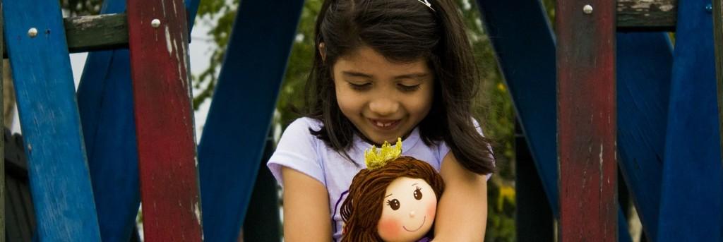 Dzieci, które trzymają zabawki w lewej ręce, mają lepsze zdolności poznawcze