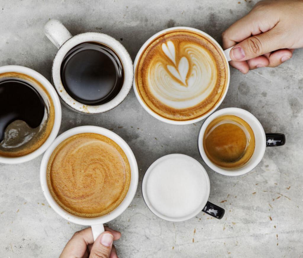 Przed czy po wypiciu kawy – kiedy myć zęby?